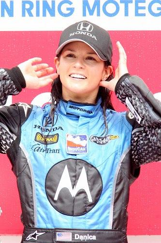 ダニカ・パトリック インディカーで女性初優勝